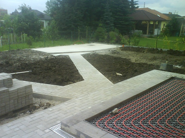 2011-08-12 001 002